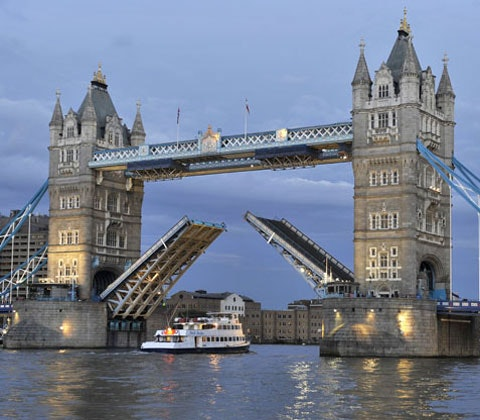 Win a pair of tickets to Tour the Thames: crime, death and myths sweepstakes