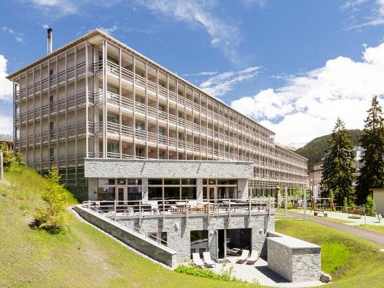 Erlebe Alpenchic Design in Davos Gewinnspiel