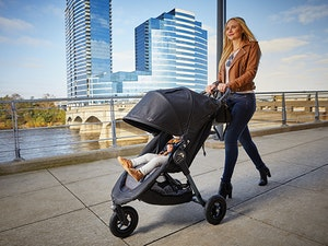 2050275 city mini gt 10th anniversary black front panel snlge stroller with belly bar environment 3 560x420 72dpi