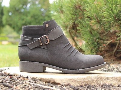$100 Gift Card to Soft Comfort Shoes  sweepstakes